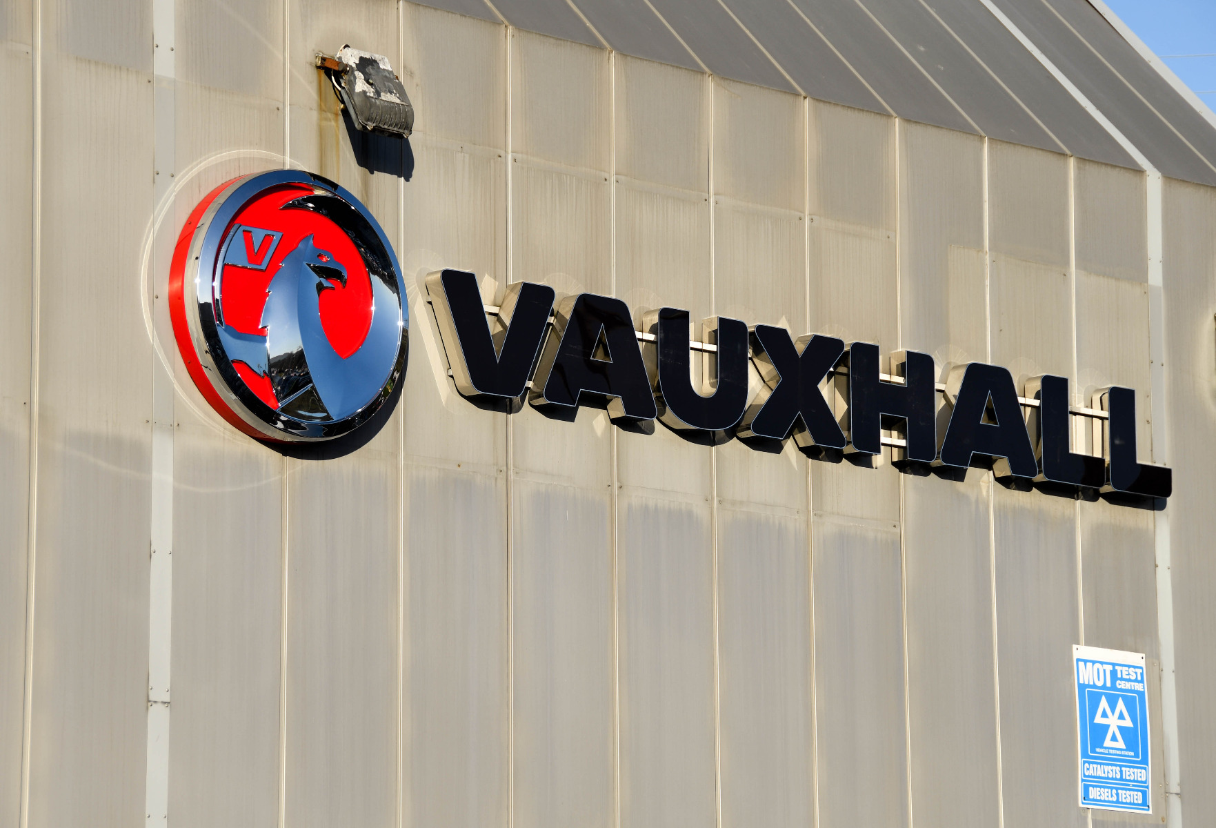 how to maintain vauxhall car battery