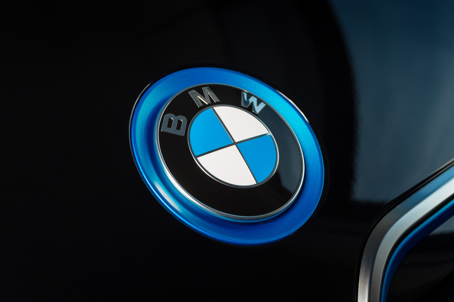 who sells genuine bmw batteries at the best price