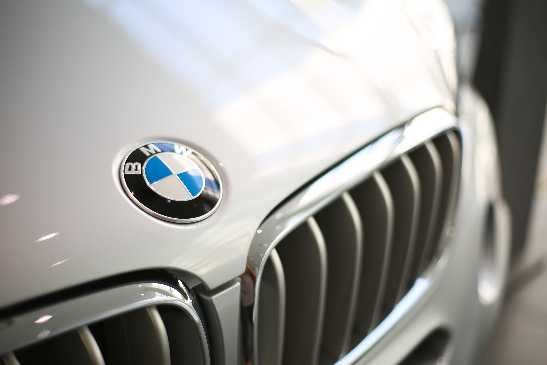 how to check bmw battery price