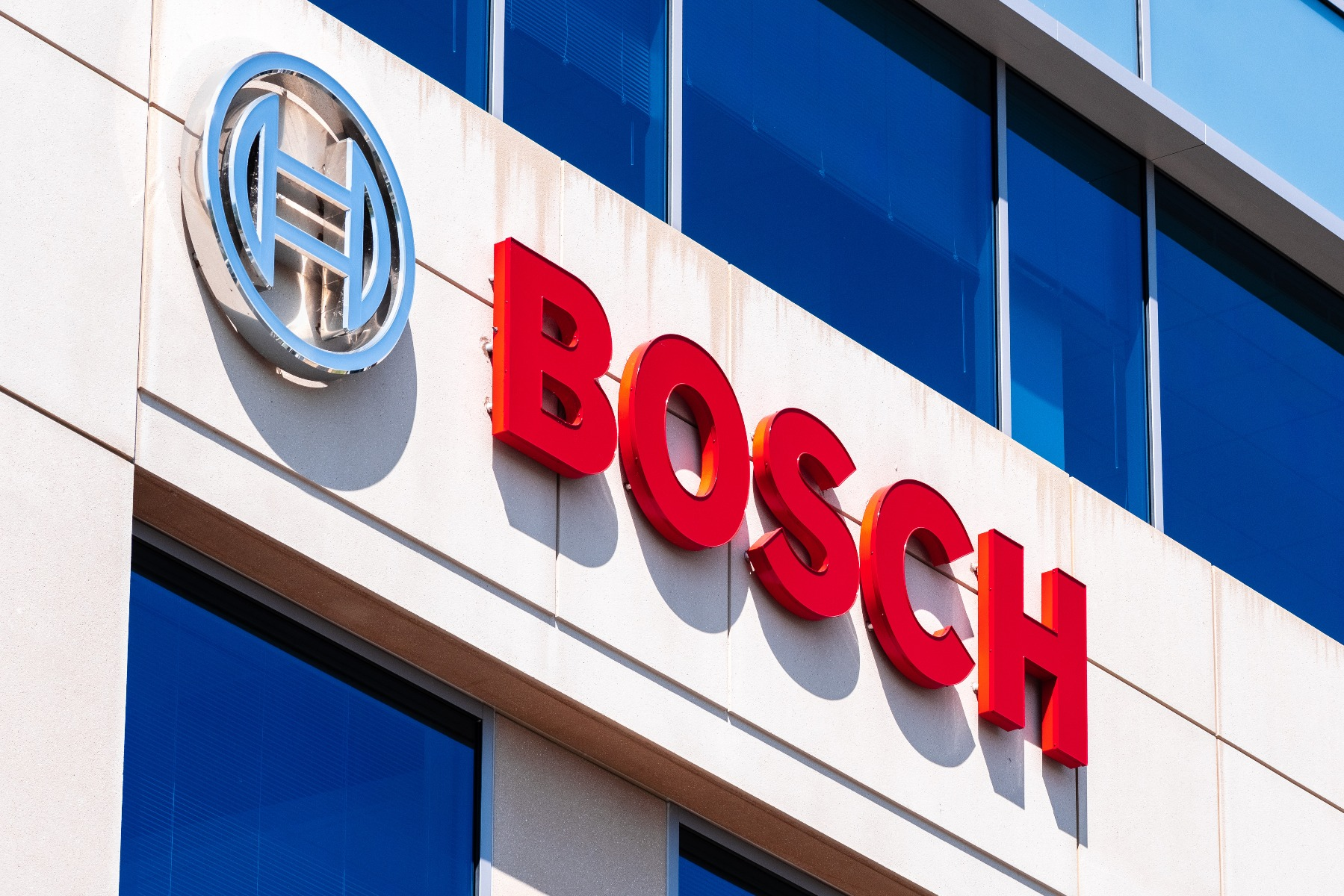 what factors affect bosch car battery price