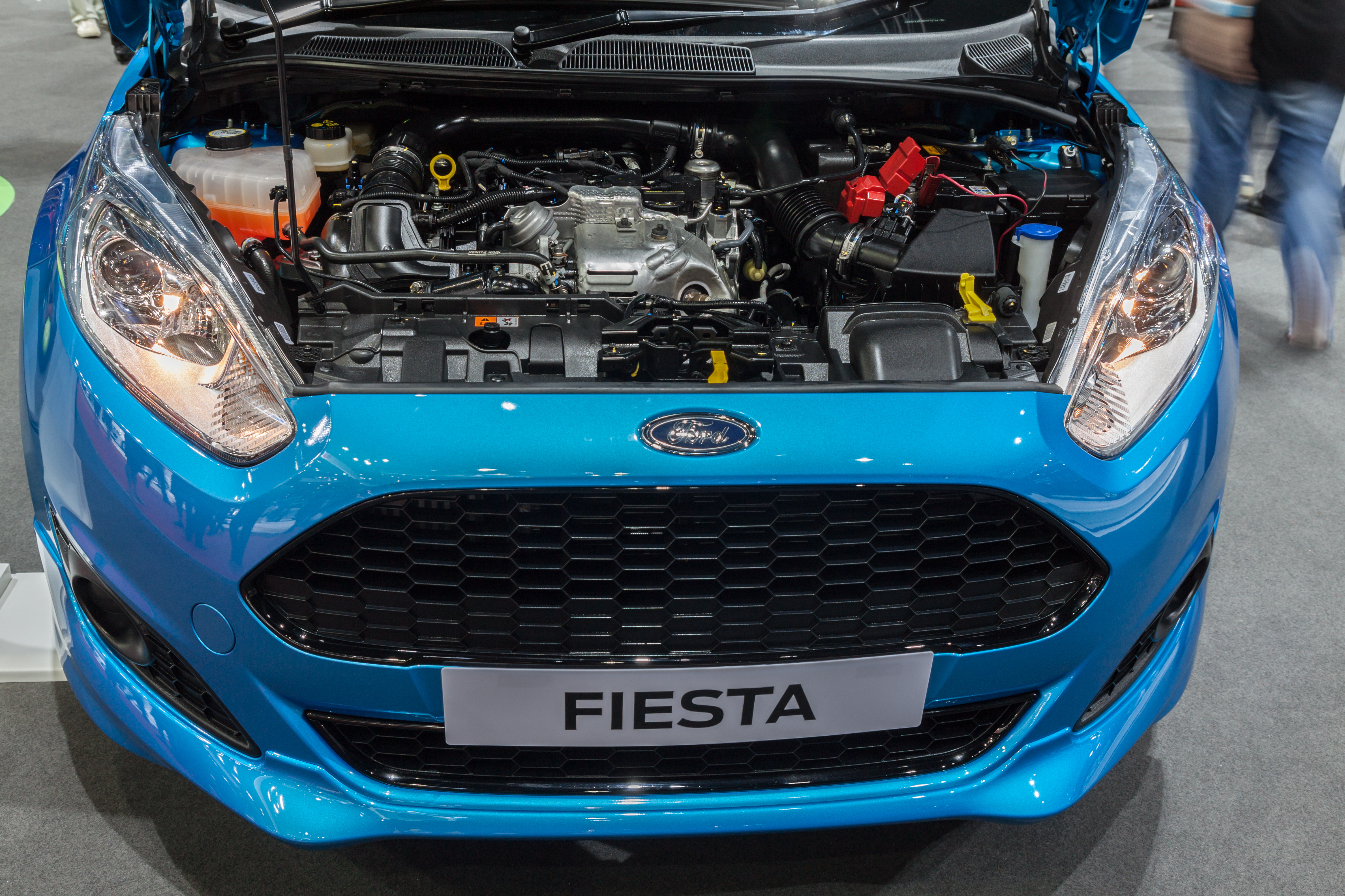 how to replace ford fiesta car battery