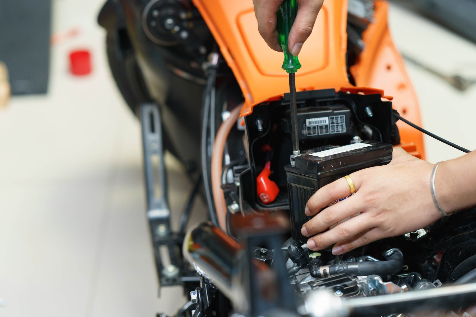 how to buy the best motorcycle battery