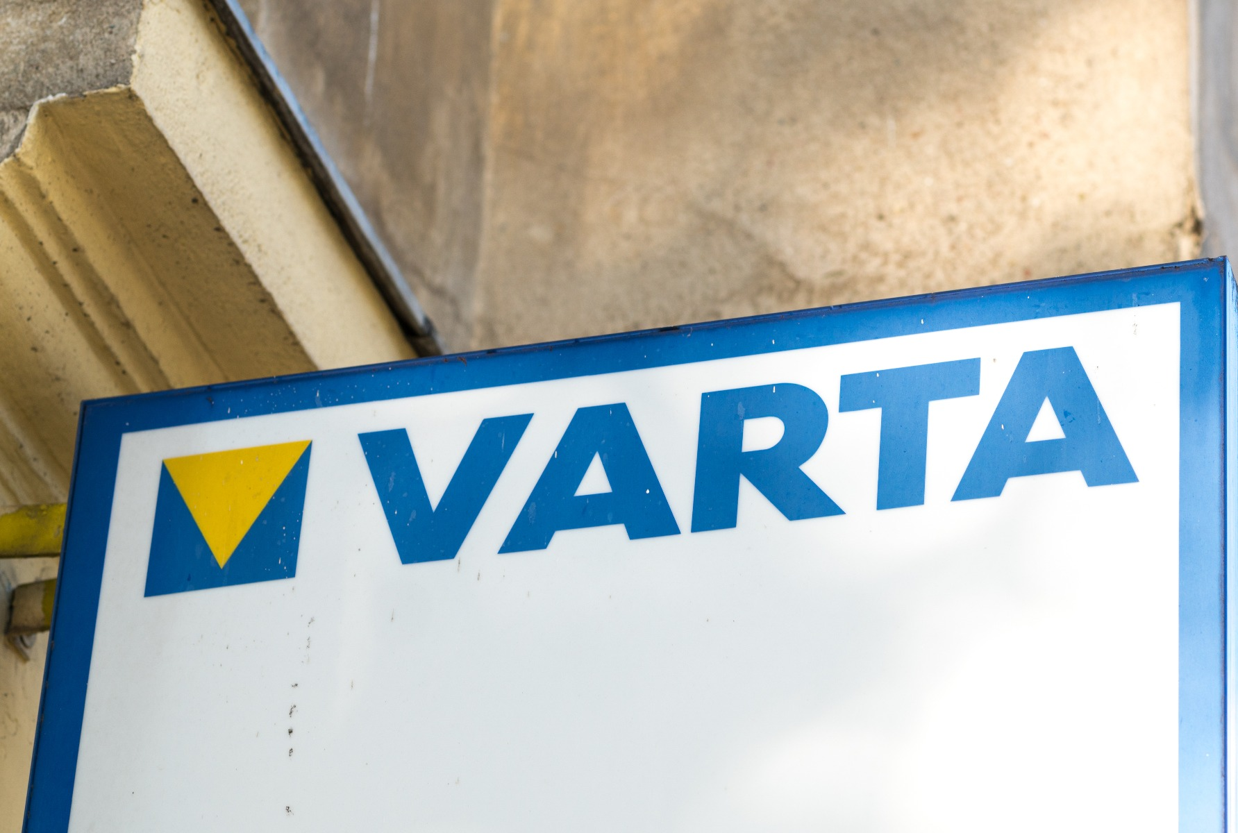 what are the features of a varta leisure battery
