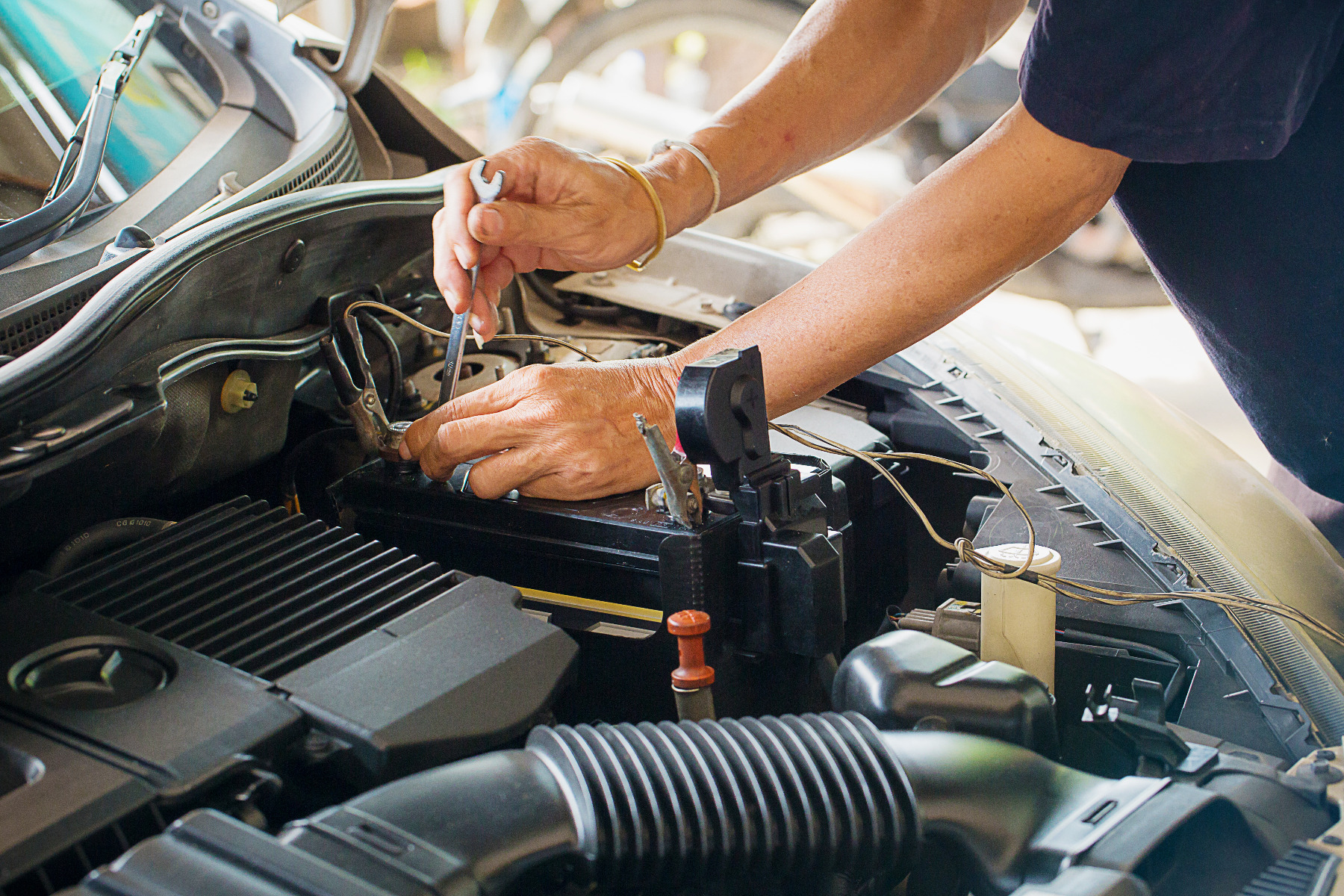 how to check bosch car battery price