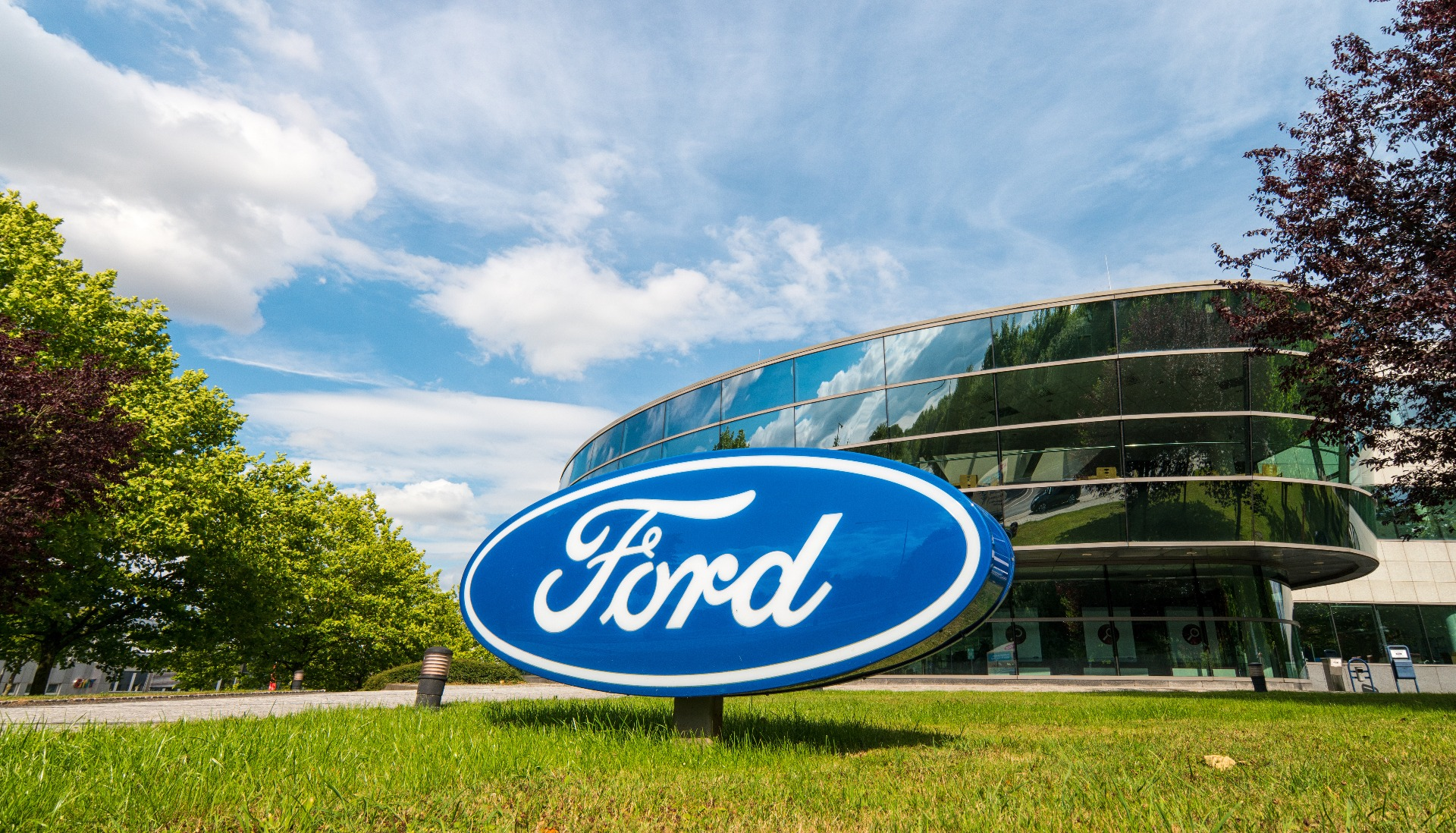 where to look for ford car batteries
