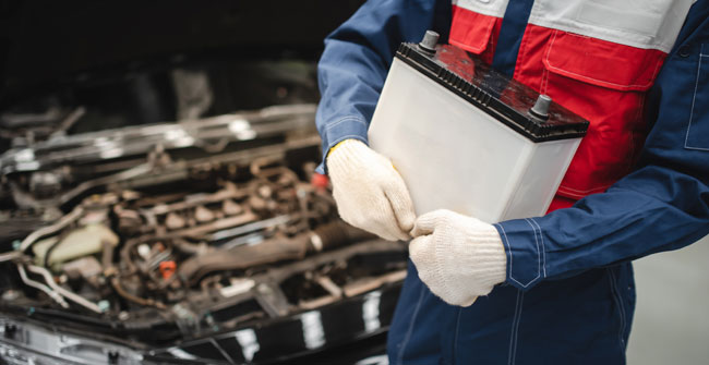 what is the average car battery price in the uk